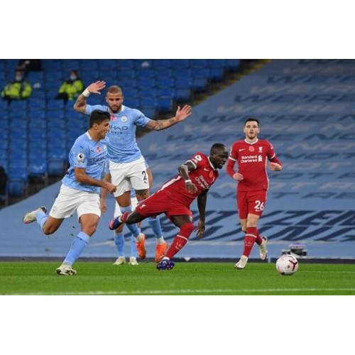 Obránce Manchesteru United napomenul pokutový kop